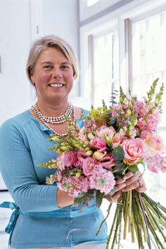 Our Floral Expert - Shortcuts to Spring Bouquets - Southernliving. Floral designer Gaye Drummond perfected country garden-style arrangements in her hometown of Dedham, England, while decorating for parties, weddings, and other events. Now she lives in one of Savannah's historic neighborhoods and creates fabulous designs out of her workroom. Lucky for us, she's sharing her tricks and secrets to creating bunches of blooms that will brighten your own home.