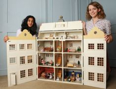 """Dollhouse Downton: Adorable and Hilarious Two olds, Tanvi Punatar and Grace Venning, made this amazing spoof of """"Downton Abbey"""" using Sylvanian Families figurines. Cardboard Dollhouse, Dollhouse Kits, Modern Dollhouse, Dollhouse Miniatures, Miniature Houses, Miniature Dolls, Miniture Dollhouse, Sylvanian Families, Dollhouse Furniture"""