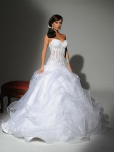 Handmade Romantic Sexy Bridal Gown with Swarovski Beads Wedding Dress Prices, Sexy Wedding Dresses, Wedding Gowns, Wedding Corset, Bling Wedding, Rustic Wedding, Lace Wedding, Event Dresses, Ball Dresses