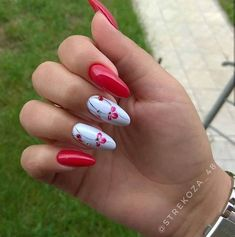 This series deals with many common and very painful conditions, which can spoil the appearance of your nails. SPLIT NAILS What is it about ? Nails are composed of several… Continue Reading → Red Nails, Hair And Nails, Cute Nails, Pretty Nails, Split Nails, Uñas Fashion, Nagel Gel, Artificial Nails, Fabulous Nails