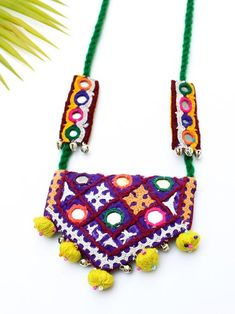 Boho Kutchy Art Necklace 2 Embroidery Hoop Decor, Embroidery Bags, Learn Embroidery, Vintage Embroidery, Embroidery Designs, Textile Jewelry, Fabric Jewelry, Beaded Jewelry, Boho Jewelry
