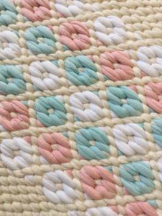 Touhua ja töminää: Kaks mattokaverusta Weaving Textiles, Weaving Art, Weaving Patterns, Loom Weaving, Hand Weaving, Loom Craft, Floor Cloth, Weaving Techniques, Dobby