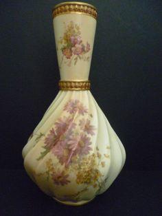 Worcester Blush Ivory Spiral Vase, 1902