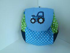 Farbenfroher Kinderrucksack, der schnell zum fröhlichen Begleiter auf dem täglichen Weg zum Kindergarten wird.  Der Rucksack ist *komplett von Hand gefertigt*.  Die wunderschöne...