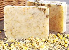 DIY chamomile soap (recipe and tutorial) to soothe irritated, inflamed skin. Chamomile's antibacterial properties help heal minor injuries, sunburns and breakouts.