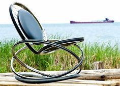 Rocking chair made of old bicycle wheels build diy ideas yourself Source by freshideen The post 40 ideas for upcycling furniture and home accessories appeared first on The most beatiful home designs. Funky Furniture, Recycled Furniture, Furniture Design, Old Bicycle, Bicycle Art, Bicycle Rims, Bicycle Decor, Recycled Bike Parts, Velo Design