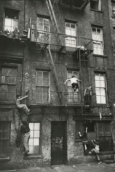 """kvetchlandia: """"William Carter Kids Playing, Lower East Side, New York City 1963 """" Old Pictures, Old Photos, Vintage Photos, Vintage New York, Vintage Soul, Vintage Photography, Street Photography, Skater Photography, Nostalgia Photography"""