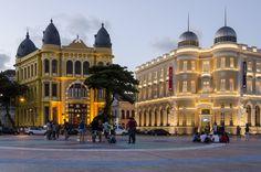 El área metropolitana de la ciudad es clasificada por el IBGE como una Metrópoli que alberga otras trece ciudades a parte de la propia Recife y que concentra al rededor del 65% del PIB de todo el Estado de Pernambuco.