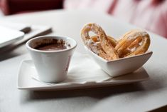 Homemade Churros with Mexican Chocolate Dipping Sauce - Happy Cinco De Mayo! Macarons, Chocolate Dipping Sauce, Mexican Hot Chocolate, Chocolate Chocolate, Brunch Spots, Tasty, Yummy Food, Cookies, The Best