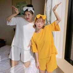 我的好闺蜜 东京少女系列 #chuu#美搭#日搭#可爱#韩国#少女 Mode Ulzzang, Ulzzang Girl, Friend Outfits, Couple Outfits, Cute Korean Girl, Asian Girl, Korean Best Friends, Girl Friendship, Girl Couple