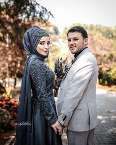 İyi aşklar, iyi akşamlar 💙 You will find different rumors about the real history of the marriage dress; tesettür First … Couple Hijab, Couple Outfits, Dress Outfits, Couple Wedding Dress, Wedding Couples, Muslim Couples, Muslim Women, Hijab Wedding Dresses, Wedding Outfits
