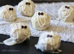 Easy Halloween cake balls made light by using a box cake mix, egg whites and fat free Greek yogurt – no no butter required! Madison is having a Halloween party Holiday Treats, Halloween Treats, Holiday Recipes, Easy Halloween, Halloween Party, Halloween Foods, Halloween Desserts, Halloween Cakes, Cake Pops