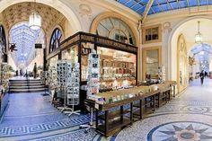 Moins connus que les grands monuments parisiens, les passages couverts sont cependant indissociables du patrimoine architectural de Paris.