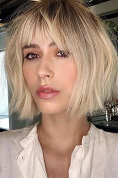 How to style short bob haircuts in spring – Messy short bob hair – Balayage Hair Edgy Haircuts, Blonde Bob Hairstyles, Bob Haircuts For Women, Medium Bob Hairstyles, Short Bob Haircuts, Hairstyles With Bangs, Short Curly Hair, Short Hair Cuts, Curly Hair Styles