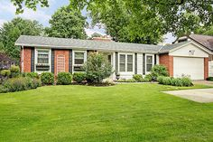 267 N Park Blvd, Glen Ellyn, IL Fantastic 4 BR/2.5 Bath ranch set on a beautifully landscaped in-town lot! Easy stroll to town, train, Lake Ellyn and schools! $489,000.