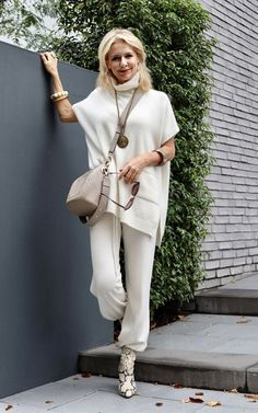 Over 50 Womens Fashion, Fashion Over 40, 50 Fashion, Fashion Outfits, Fashion Design, Neutral Outfit, Mom Style, Casual Looks, Spring Outfits