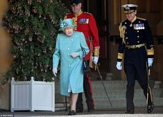 The Queen, 94, put on a stylish display as she arrived to view a socially-distancing milit... Duke And Duchess, Duchess Of Cambridge, Huw Edwards, Buckingham Palace Garden Party, Queen's Official Birthday, Autumn Phillips, Dusty Pink Dresses, Queen Birthday, Royal Engagement
