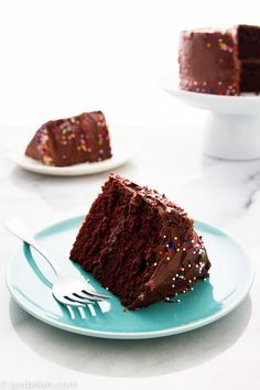 chocolate buttercream frosted chocolate cake