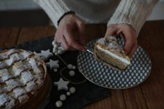 Štedrák - koláč, ktorý má plno všetkého, čo milujem. Mak, tvaroh, orechy. Pie, Desserts, Food, Torte, Tailgate Desserts, Cake, Deserts, Fruit Cakes, Essen