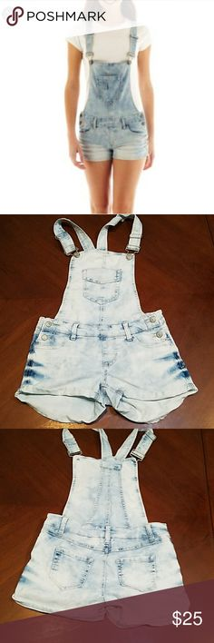 Blue Spice Light Wash  Overall Shorts Size 1 Blue Spice Light Wash Overall Shorts Size 1. Adjustable shoulder straps,  Front and back pockets. Blue Spice Shorts