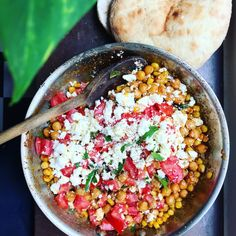 Roasted corn cane with chickpeas, feta cheese, sage and tomato - Tuvessonskan Plant Based Recipes, Veggie Recipes, Vegetarian Recipes, Healthy Recipes, Veggie Food, Roasted Corn, Learn To Cook, Salvia, Feta