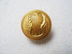 フランス軍のユニフォームボタンです。裏面に製造会社T.W.&W PARISの刻印が入っています。
