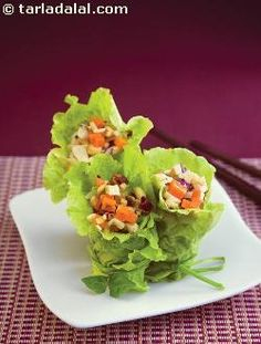 Suggested serving size for 100 calories: 2 wraps make the best use of aromatic basil, tangy lemon juice, spicy dry red chillies and zesty soya sauce in these remarkable lettuce wraps. Antioxidant rich veggies add loads of health as well. 100 Calorie Snacks, Diabetic Snacks, Diabetic Recipes, Low Carb Recipes, Healthy Snacks, Healthy Eating, Healthy Recipes, Ww Recipes, Lunch Recipes