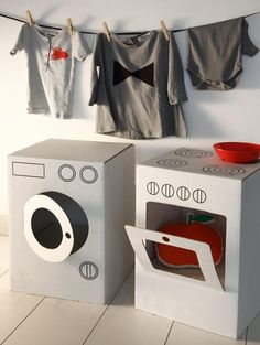 Dos cajas de cartón seconvierten en lavadora y horno  (Educacio i les tic)