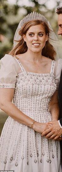 Famous Wedding Dresses, Royal Wedding Gowns, Royal Weddings, Wedding Dress Styles, Princess Beatrice Wedding, Princess Kate, Princess Eugenie, Windsor, Queen Elizabeth Ii Birthday