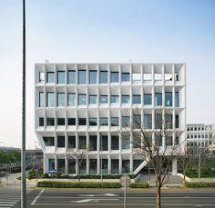 "LYCS Architecture · ""Water + Bridge""  / Shanghai Baoye Center"