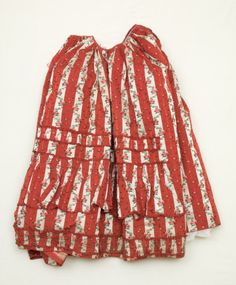 Dress petticoat National Trust Inventory Number 1348709.2 Date1770 - 1775 MaterialsLinen, Metal, Satin, Silk Place of originFrance CollectionSnowshill Wade Costume Collection, Gloucestershire (Accredited Museum)