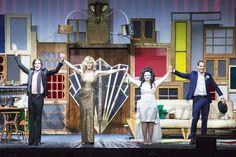 """""""El amor sigue en el aire"""", la obra protagonizada por Mario Vaquerizo, Alaska, Bibiana Fernández y Manuel Bandera, se despide, a partir del 6 de febrero, de los escenarios en el Capitol Gran Vía de Madrid."""