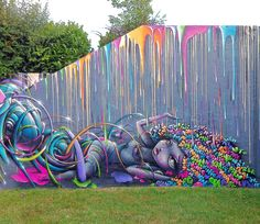 Gorgeous work by Vinie and ReaOne in Paris. Lots more stunning pics at http://globalstreetart.com/vinie.