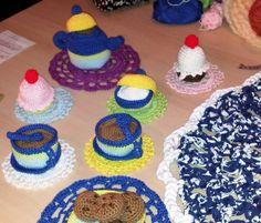 """""""Un té de locos"""" creado en ganchillo por Dodo Arts and Crafts para Artefacto 2012 ^-*"""