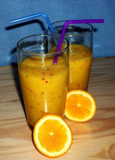 A delicious vegan orange smoothie made with oranges, a banana and an apple. Vinegar Uses, Orange Smoothie, Vegan Breakfast Recipes, Quick Recipes, Coconut Oil, Food To Make, Banana, Yummy Food, Fruit