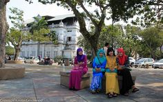 Photo Of The Week – Girls Hanging Out In Georgetown Penang Malaysia