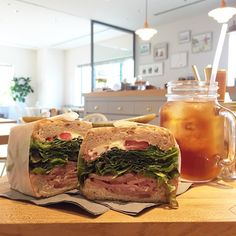 野菜もとりたいし、でもできるならオシャレなものを食べたい!そんなときありませんか?そこでオススメしたいのがサンドイッチです。サンドイッチは新鮮な野菜もお肉も一度に食べられる、見た目もオシャレな一石二鳥なグルメなんです。そこで今回は横浜の、おいしいサンドイッチのお店を紹介したいと思います。