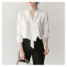 Moda Femenina Verano 2019 Blusas Ideas For 2019 Chiffon Shirt, Chiffon Tops, White Chiffon, Chiffon Blouses, Women's Blouses, Tie Neck Blouse, Summer Shirts, White Fashion, Corsage
