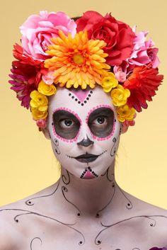 Incarna una vera calaveras messicana, degna delle migliori sfilate...sarà un make-up top per Halloween!