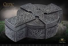 Detail View of Celtic Cross Box 6411 by YTC Summit