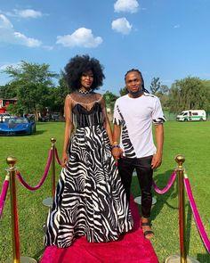 African Traditional Wear, African Traditional Wedding Dress, Traditional Wedding Attire, Traditional Dresses, Couples African Outfits, African Wear Dresses, Xhosa Attire, Mode Wax, African Wedding Attire