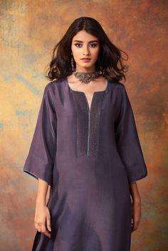 Silk Kurti Designs, Kurta Designs Women, Kurti Designs Party Wear, Casual Dresses Plus Size, Kurta Neck Design, Indian Designer Suits, Dress Neck Designs, Elegant Outfit, Indian Outfits