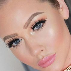 Look at those stunning eyes! @jessanista is wearing Fluffylicious!  Our mink lashes are handmade and can be worn up to 20 times. Shop at the link in our bio.   Tag us @lashylicious and use #lashylicious for a chance to get featured.   #farahpromakeup #falselashes #fakeupfix #beauty #wingedliner @farahpromakeup