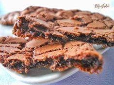 Ropogós-olvadós csokis keksz Bakery Recipes, Dessert Recipes, Delicious Desserts, Yummy Food, Small Cake, Cata, Healthy Sweets, Christmas Desserts, No Bake Cake