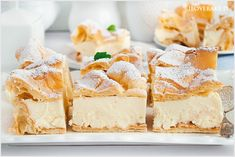 Karpatka to klasyk wśród ciast, który na pewno chociaż raz jadłaś. Ciasto parzone przełożone domową wersją kremu budyniowego. Po prostu pyszne. Polish Recipes, Sweet Recipes, Feta, Cheesecake, Cupcakes, Sweets, Cookies, Baking, Muffins