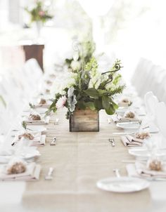 Elizabeth Wray Design-Looking down the burlap runner on guest feasting tables