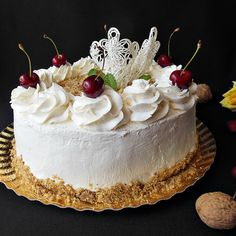 Tort cu frisca si nuca Maple Cake, Food Cakes, Food Heaven, Cake Ideas, Cake Recipes, Biscuits, Ice Cream, Yummy Food, Sweets