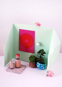 Kids craft tutorial - Make and decorate a DIY folded paper origami doll house. So much fun and all you need is a piece of paper. Diy Crafts For Bedroom, Diy Crafts For Teen Girls, Fun Crafts For Kids, Craft Activities For Kids, Creative Crafts, Diy For Kids, 4 Kids, Children, Diy Origami Doll