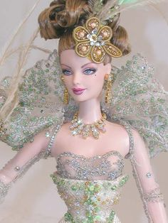Barbie's closeup Mario Paglino and Gianni Grossi, from Italy Barbie Princess, Barbie I, Barbie World, Barbie Clothes, Color Verde Claro, Barbie Collector, Doll Repaint, Barbie Friends, How To Look Classy