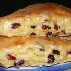 Orange Cranberry Scones Citrus-y and not too sweet, they're perfect for breakfast or afternoon teas. Just pat out the dough in a circle, cut with a pizza cutter, . Brunch Recipes, Breakfast Recipes, Dessert Recipes, Cranberry Orange Scones, Orange Muffins, Gula, Snacks, Sweet Bread, Baking Recipes